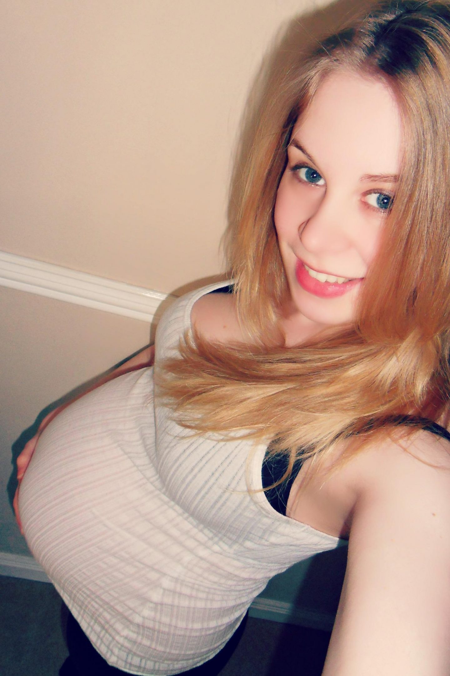 pregnant woman wearing white top