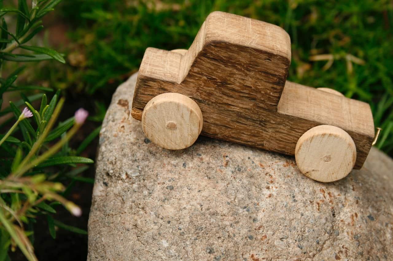 wooden-car-1039298_1280